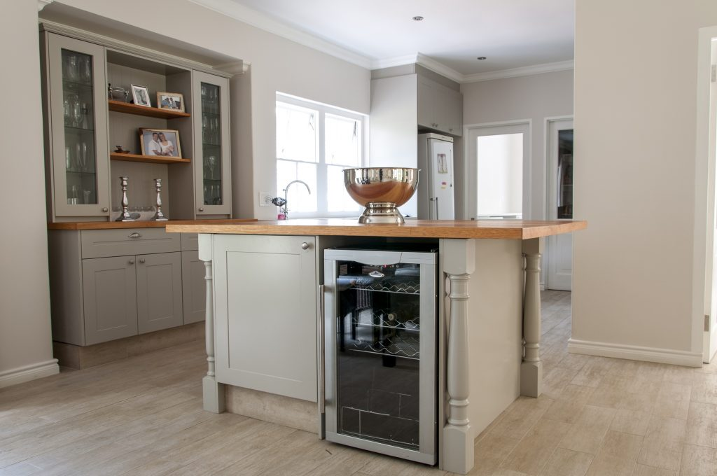 Light grey sprayed shaker doors with solid Saligna worktops