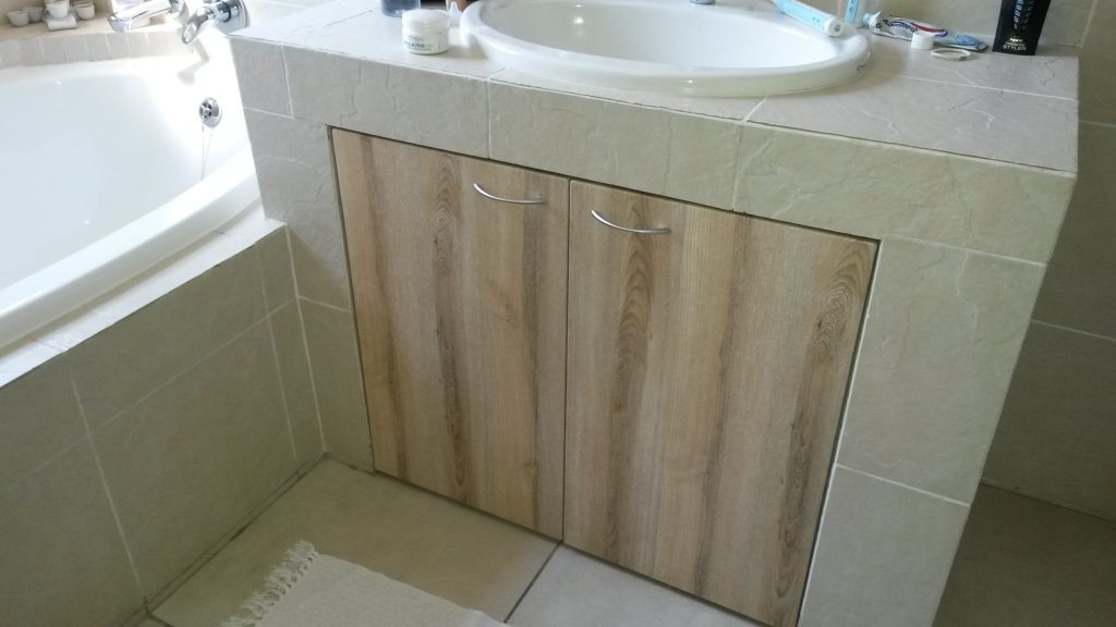Wrap doors in washed shale
